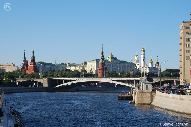 Russia moscow2 780x520 - Tour du thuyền 4* ngắm đêm trắng nước Nga: St. Peterburg - Mandrogui - Kizhi - Goritsy – Yaroslavl - Uglich – Moscow