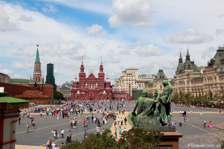 Russia moscow4 780x520 - Tour du thuyền 4* ngắm đêm trắng nước Nga: St. Peterburg - Mandrogui - Kizhi - Goritsy – Yaroslavl - Uglich – Moscow