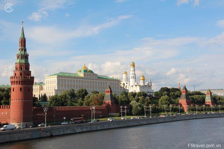 Russia moscow6 780x520 - Tour du thuyền 4* ngắm đêm trắng nước Nga: St. Peterburg - Mandrogui - Kizhi - Goritsy – Yaroslavl - Uglich – Moscow
