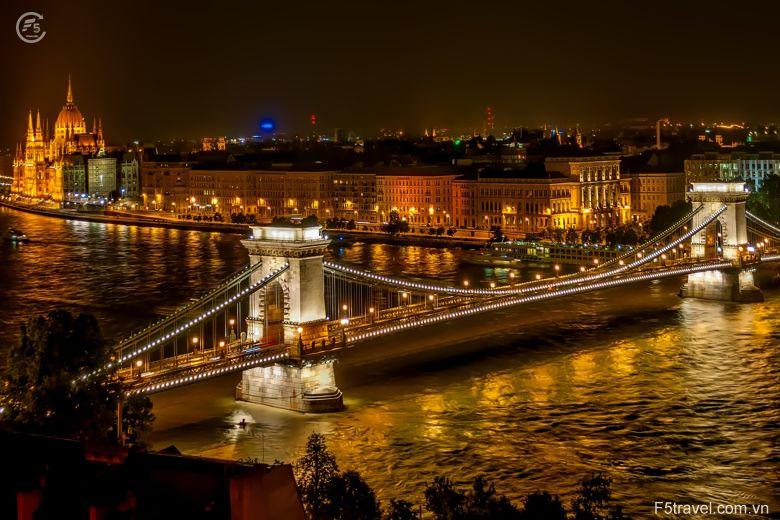 Hungary szechenyi chain bridge 780x520 - Tour du lịch Đông Âu: Áo – CH Séc – Hungary – Đức
