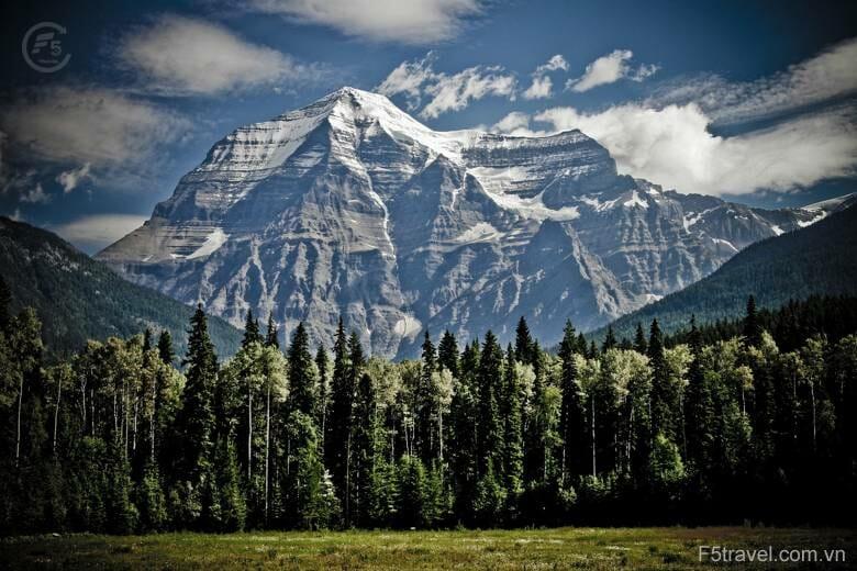 Canada mountain peak mountain range 780x520 - Danh sách tour khởi hành năm 2018