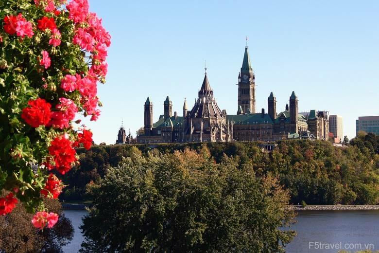 Canada ottawa parliament hill 780x520 - Danh sách tour khởi hành năm 2018