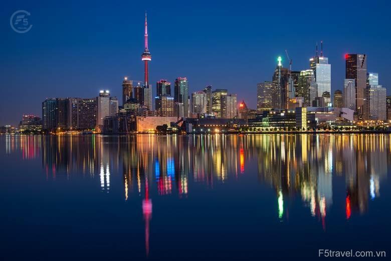 Canada tv tower 780x520 - Danh sách tour khởi hành năm 2018
