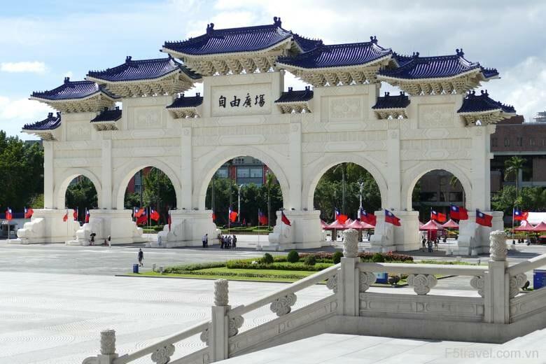 Taiwan taipei capital cenotaph 780x520 - Tour du lịch Đài Loan: Đai Bắc – Cao Hùng - Đai Trung với giá cực hấp dẫn, thủ tục Visa đơn giản