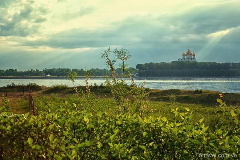 russia nature 780x520 - Tour du thuyền 4* ngắm đêm trắng nước Nga: St. Peterburg - Mandrogui - Kizhi - Goritsy – Yaroslavl - Uglich – Moscow